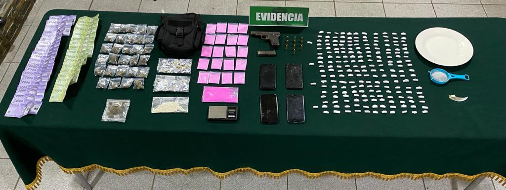 DROGAS Y UN ARMA DE FUEGO REQUISA CARABINEROS TRAS ALLANAMIENTO EN POBLACIÓN ESMERALDA DE LEBU