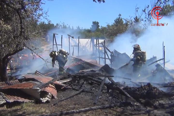 Incendio deja en la calle a humilde vecino del sector Quelén