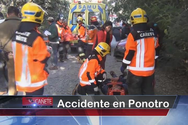 Tres heridos deja colisión frontal entre dos vehículos en Ponotro