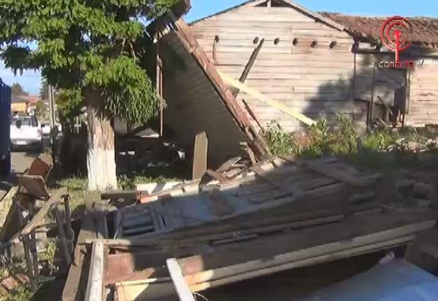 Vecinos molestos por abandono de sitio en pleno centro de Cañete