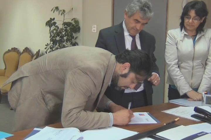 CONADI y municipio cañetino firman convenio para impulsar Centro Artesanal en Huentelolen