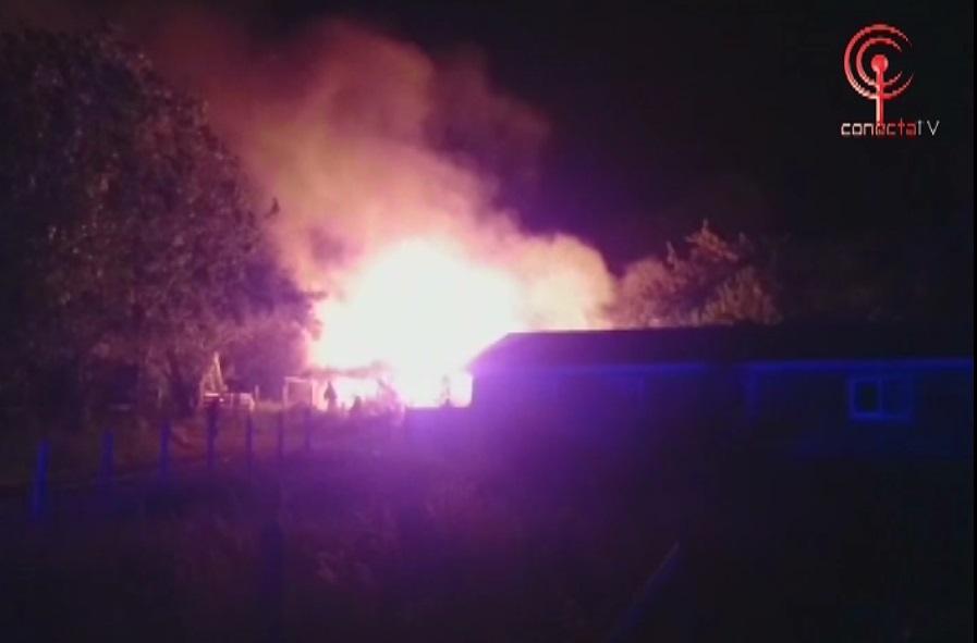Familia perdió todo en voraz incendio de una casa en Huillincó