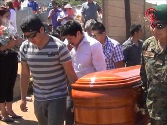 Multitudinario adiós a hermanos cañetinos fallecidos en tragedia carretera de San Fernando