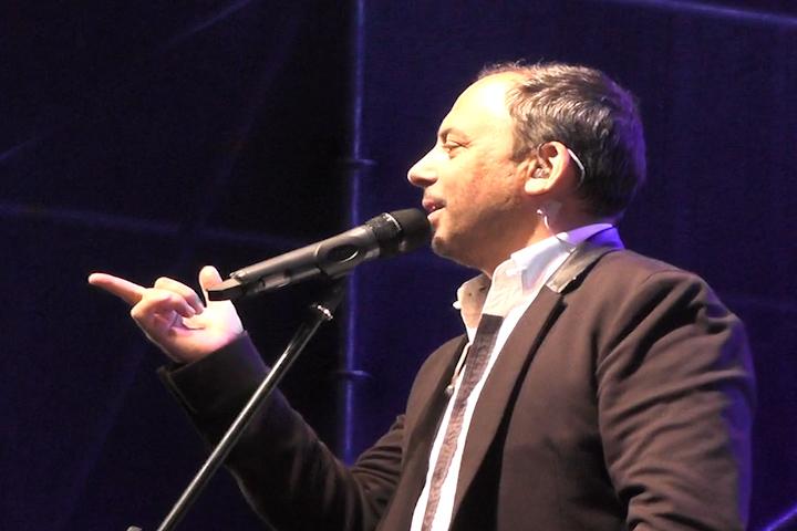 El romanticismo de Marcos Llunas se tomó el show de la FAGAF Cañete 2015
