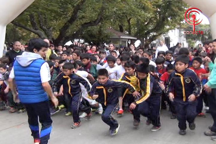 Masiva corrida atlética congregó a unos 900 estudiantes en Cañete