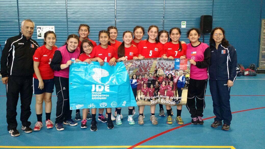 Equipo cañetino de balonmano ganó su grupo y se metió entre los 8 mejores de torneo nacional escolar que se desarrolla en Puerto Montt