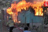 Casa del sector Barrio Leiva terminó destruida por incendio y Bomberos indaga la causa del siniestro