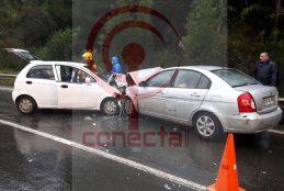 """Colisión frontal en """"Curva del Circo"""" en Contulmo deja a siete lesionados"""