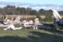 Desconocidos queman cabaña y dejan panfletos en zona de Lleu Lleu