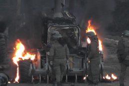 Encapuchados queman 2 maquinarias de Vialidad que efectuaban trabajos de asfaltado de camino en sector Huallaco de Cañete
