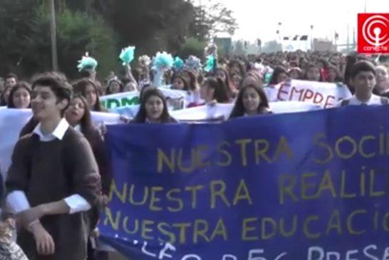 Más de 500 estudiantes marcharon en Cañete para exigir no más lucro en la educación