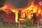 Fiscalía indaga presunto ataque incendiario de dos cabañas en sector Quilaco, comuna de Cañete.