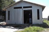 Conadi apoyó a agricultor Mapuche para construir galpón para guardar fardos en la localidad de Ranquilco en Los Álamos.