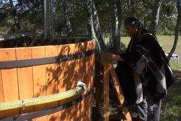 Comunidad indígena Kuñul Teran del sector Los Ñancos implementó tinajas con agua caliente para su proyecto turístico en Arauco.