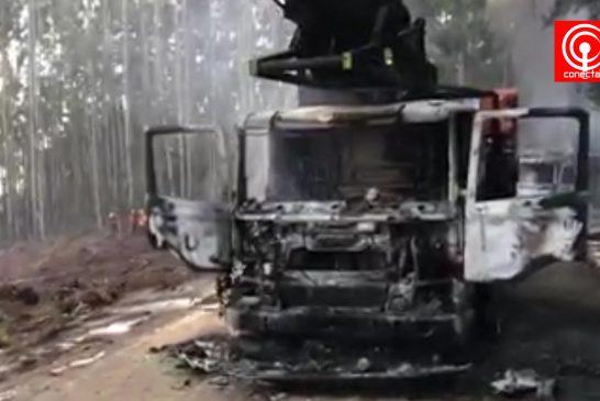 Violento ataque incendiario en Contulmo dejó 7 móviles quemados y pérdidas de fuentes laborales.