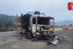 Un camión quemado y dos comuneros heridos dejó extensa toma de ruta en Cayucupil